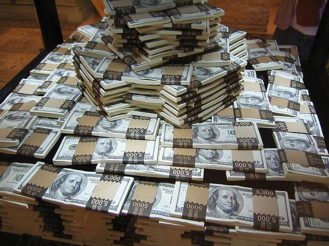 В принципе, любое физическое лицо, проживающее в швейцарии, платит подоходный налог на прибыль от состояния и на