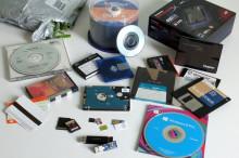 http://regmedia.co.uk/2013/07/15/mix_of_data_storage_cd_sd_ssd_hdd_floppy_tape_etc_big.jpg?x=648&y=429&crop=1